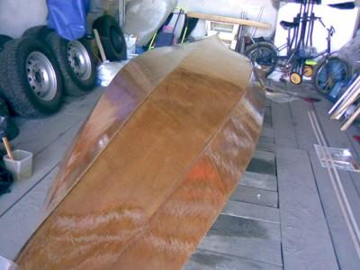 Изготовление каяка: Пропитка стеклоткани эпоксидной смолой