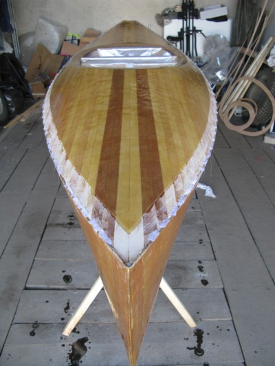 Изготовление каяка: Оклейка палубы стеклотканью